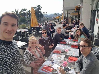 Repas militant en terrasse au Boulevard des Pyrénées